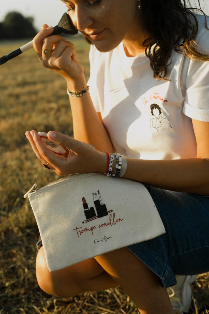 Tee-shirt coton biologique bio brodé france broderie t-shirt blanc minimaliste éthique mode équitable éco responsable trousse pochette coton recyclé